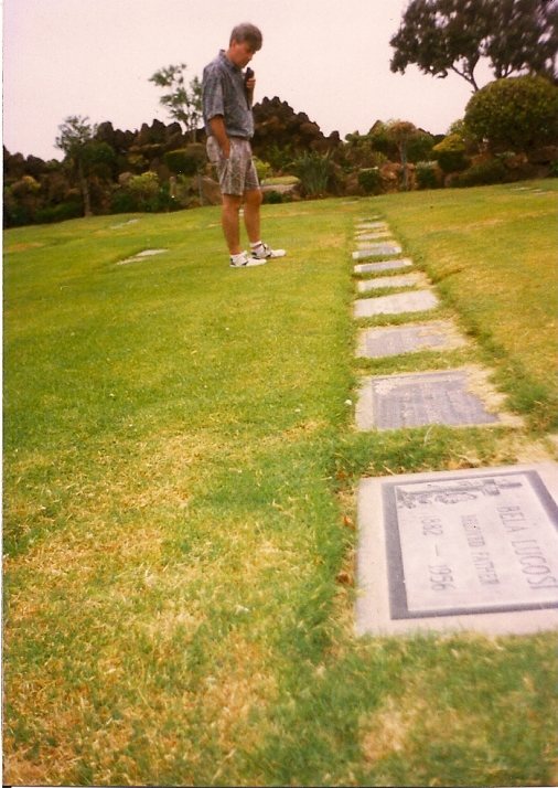 Holy Cross cemetery Los Angeles, Bing Crosby, Bela Lugosi