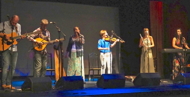 Traditional Irish group Arcanadh woos and wins hearts ofaudience